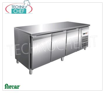 3 DOOR refrigerated table with neutral drawer, brand FORCAR 3 DOOR refrigerated table with neutral drawer, FORCAR brand, capacity 580 liters, operating temperature + 2 ° / + 8 ° C, ventilated refrigeration, V.230 / 1, Kw.0.35, Weight 152 Kg, dim.mm .2020x800x850h